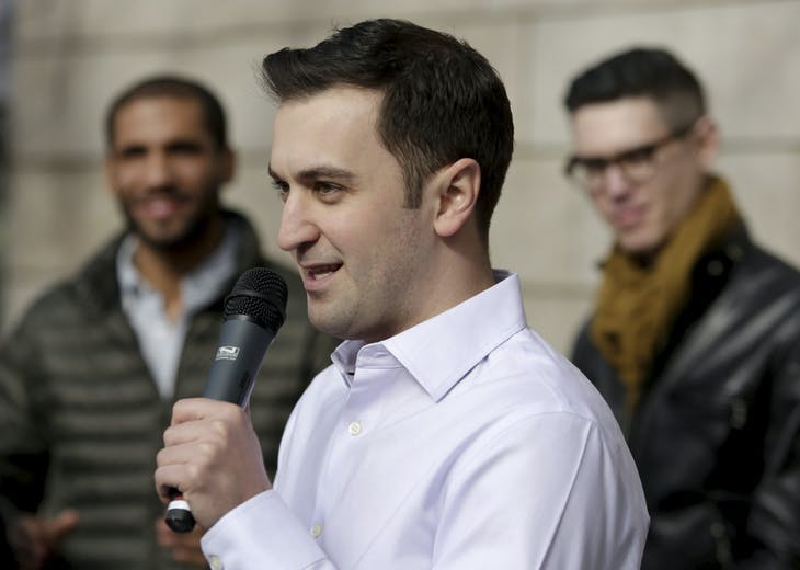Lyft co-founder John Zimmer speaks at a rally for Lyft ride-sharing supporters at City Hall in Seattle, Washington, U.S., February 12, 2014.  REUTERS/Jason Redmond/File photo - RTX2AXZI