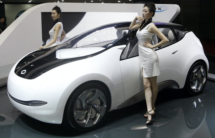 Models pose beside concept car eMX of Renault Samsung Motors, the South Korean unit of French auto maker Renault SA, at the Seoul Motor Show in Goyang, near Seoul, April 2, 2009. Renault SA is aiming for its sales in Asia and Africa this year to at least equal what it sold in 2008, despite a sharp global slowdown, the company said on Thursday.  REUTERS/Jo Yong-Hak (SOUTH KOREA TRANSPORT BUSINESS) - RTXDIYH