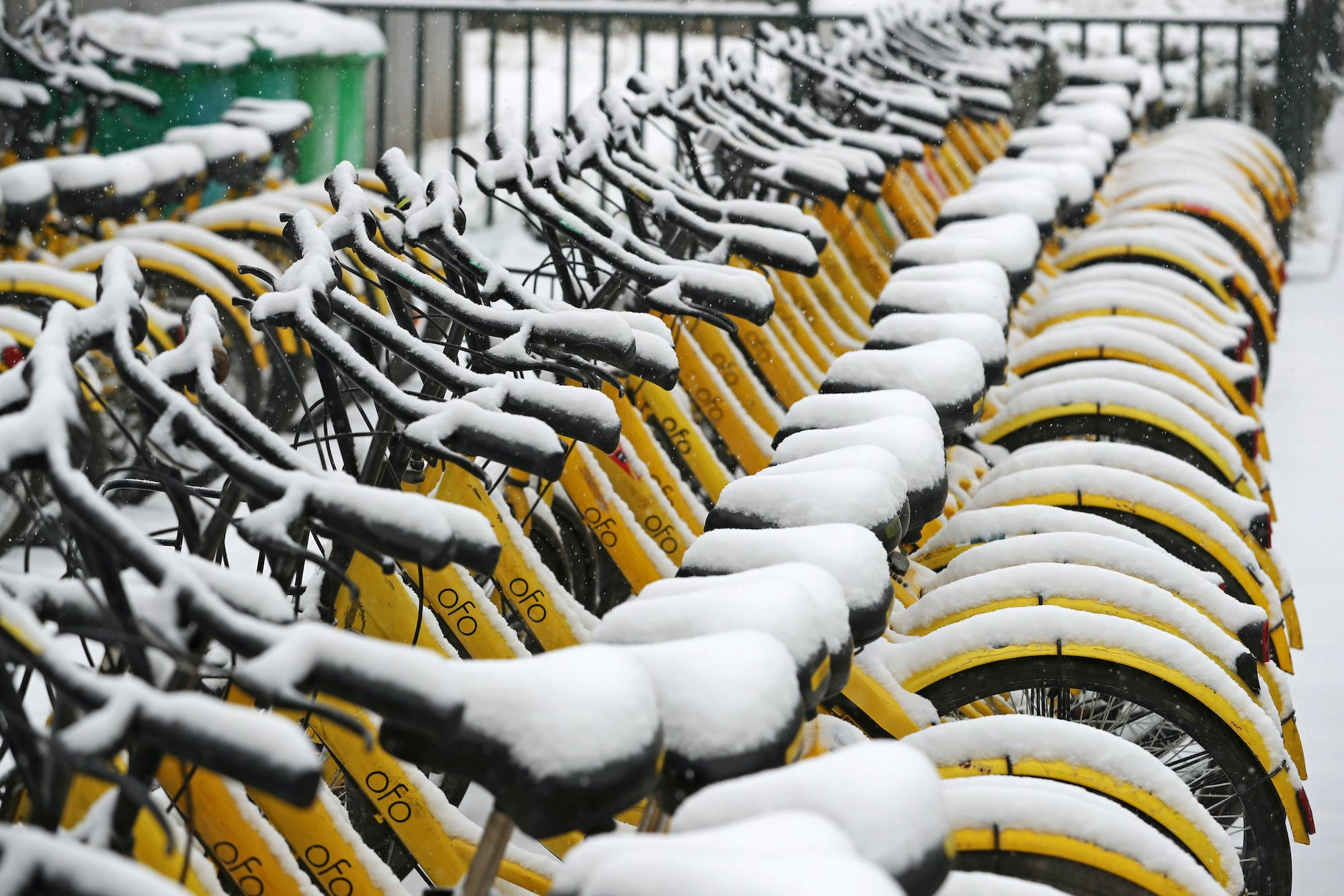 Ofo shared bicycles are seen covered with snow in Zhengzhou, Henan province, China January 4, 2018. REUTERS/Stringer ATTENTION EDITORS - THIS IMAGE WAS PROVIDED BY A THIRD PARTY. CHINA OUT. - RC16FEDC2590