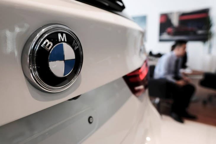 A BMW logo as seen on a BMW X5 car at a showroom in Jakarta, Indonesia January 11, 2017. REUTERS/Beawiharta - RTX2YG0R
